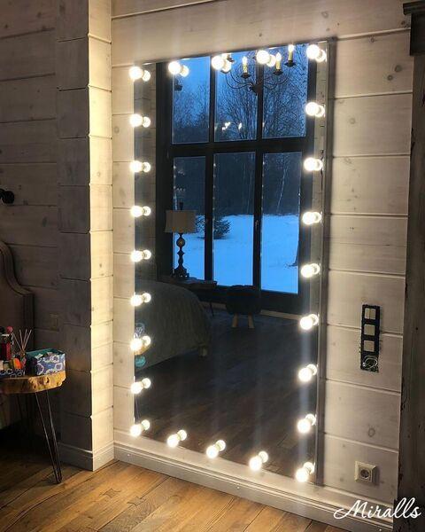 Квадратное зеркало с подсветкой