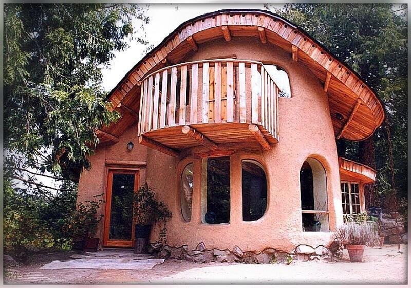 Необычный саманный дом